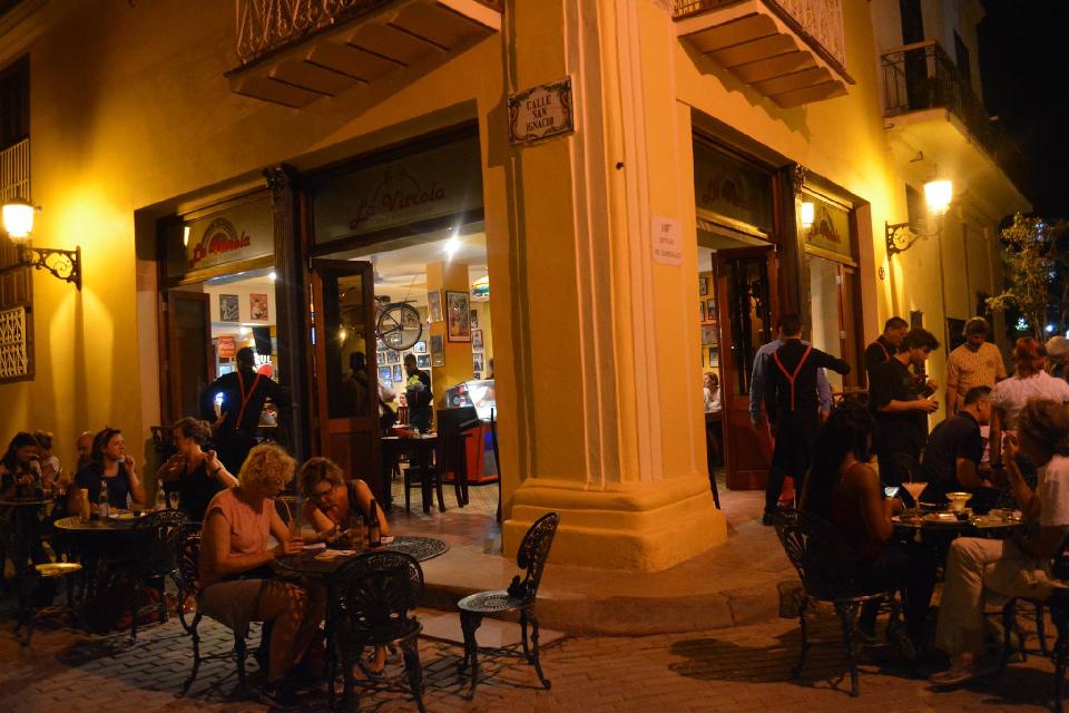 夜のキューバ