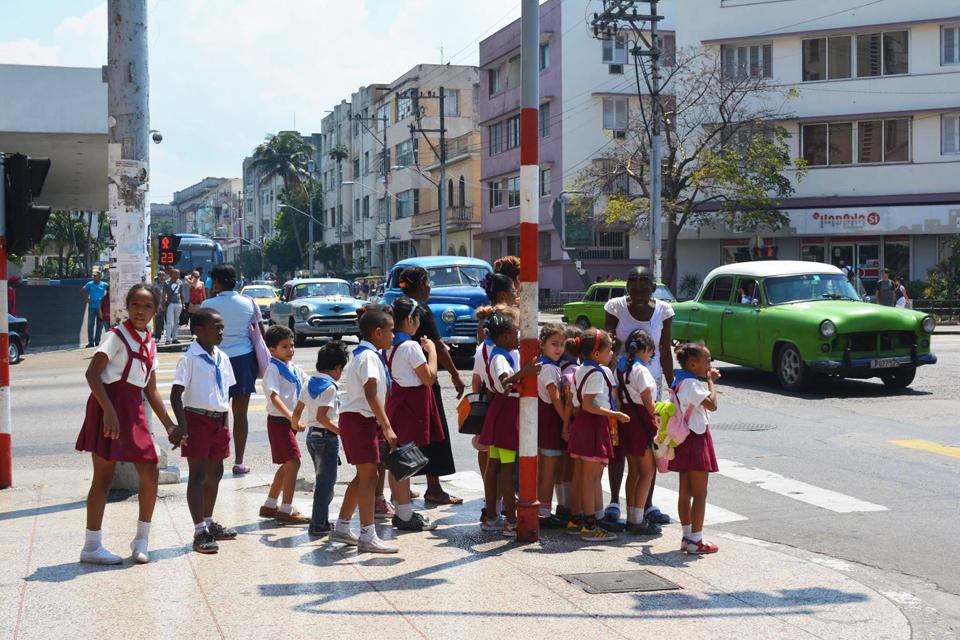キューバの街の子どもたち