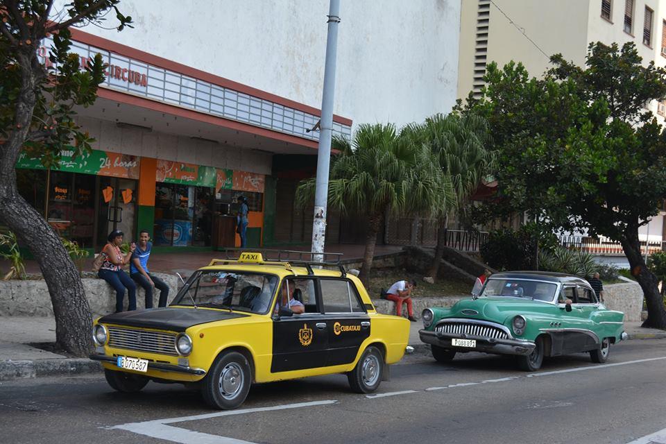 比較的交渉しやすい、キューバの小型ライセンスタクシー