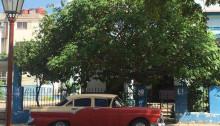 キューバの乗り合いタクシーの外観