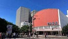 ハバナ新市街の映画館。映画「エルネスト」が上映されたのは、近くにある「インファンタ」のシアター