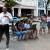筆者撮影 ハバナのWi-Fiが使える公園でネット接続をする現地の人たち