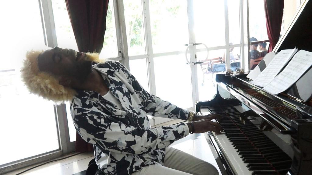 (U)nityのキーボード奏者、アクセル・トスカ氏。聴く人の心をわしずかみにする演奏でニューヨークでも人気上昇中